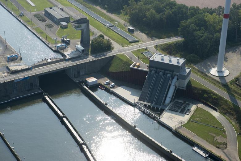 Sluizencomplex en waterkrachtcentrale in Ham