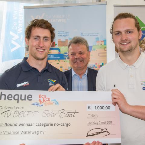 Winnaars categorie non-cargo TU Delft Solar Boat